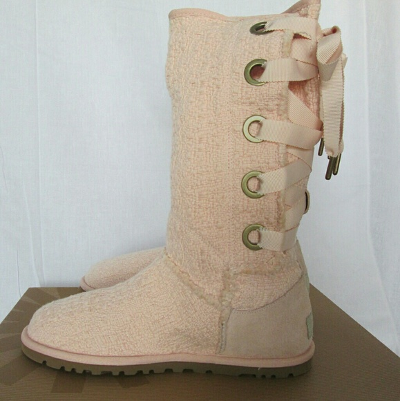 e02f85bc9a2 Ugg Heirloom Lace Up Boots NIB! SIZE 6